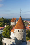 Torres da cidade velha de Tallinn, Estónia Fotografia de Stock Royalty Free