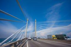 Torres da ponte que conectam George Town na ilha e no Seb de Penang Imagens de Stock