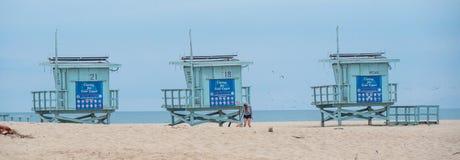 Torres da salva-vidas em Venice Beach - CALIF?RNIA, EUA - 18 DE MAR?O DE 2019 fotos de stock royalty free