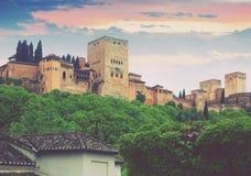 Torres de Alcazaba em Alhambra no por do sol Fotografia de Stock Royalty Free