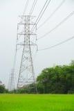 Torres de alto voltaje Fotos de archivo libres de regalías