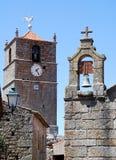 Torres de Bell com pulso de disparo, cruz e weathercock imagens de stock royalty free
