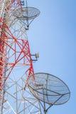 Torres de comunicação celulares no céu azul Fotos de Stock Royalty Free