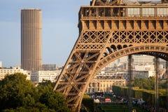 Torres de Eiffel y de Montparnasse, París Imagen de archivo libre de regalías