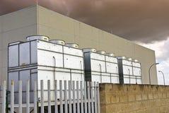 Torres de enfriamiento industriales Fotos de archivo
