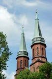 Torres de iglesia góticas en Pruszkow Imagenes de archivo