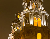 Torres de igreja em Miraflores, Lima no crepúsculo Imagem de Stock Royalty Free