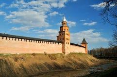 Torres de Kokui y del príncipe de Novgorod el Kremlin en Veliky Novgorod, Rusia Fotografía de archivo libre de regalías