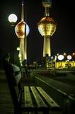 Torres de Kuwait en la noche Foto de archivo libre de regalías