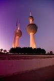 Torres de Kuwait na noite Fotos de Stock
