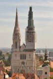 Torres de la catedral de Zagreb fotografía de archivo libre de regalías