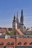Torres de la catedral de Zagreb fotos de archivo libres de regalías