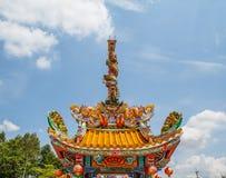 Torres de la estatua dos de los dragones Imágenes de archivo libres de regalías