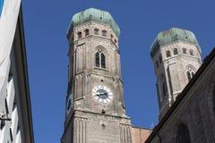 Torres de la iglesia de nuestra señora, Munich Imágenes de archivo libres de regalías