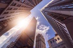 Torres de la oficina en el sol Foto de archivo libre de regalías