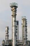 Torres de la refinería en el acceso de Rotterdam Imagenes de archivo