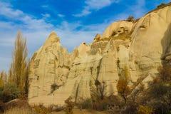 Torres de la roca de Cappadocia en otoño Imágenes de archivo libres de regalías