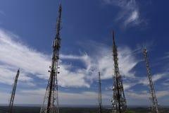 Torres de la telecomunicación Fotos de archivo libres de regalías