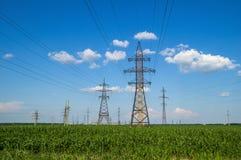 Torres de la transmisión de energía eléctrica Imagen de archivo