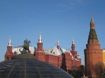 Torres de Moscú, de Rusia, de Kremlin y museo histórico Fotografía de archivo