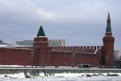 Torres de Moscovo Kremlin Foto do inverno da cor Imagem de Stock