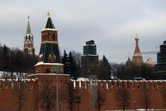 Torres de Moscovo Kremlin Foto do inverno da cor Foto de Stock