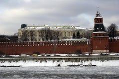 Torres de Moscovo Kremlin Foto do inverno da cor Foto de Stock Royalty Free