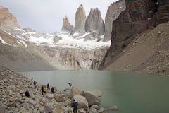 Torres de Paine e de lagoa no parque nacional de Torres del Paine, Patagonia chileno, o Chile Fotografia de Stock Royalty Free