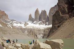Torres de Paine e de lagoa no parque nacional de Torres del Paine, Patagonia chileno, o Chile Imagens de Stock