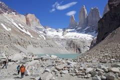 Torres de Paine e de lagoa no parque nacional de Torres del Paine, Patagonia chileno, o Chile Foto de Stock Royalty Free