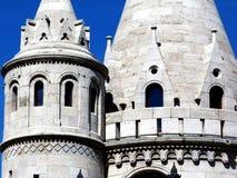 Torres de pedra do bastião do pescador em Budapest imagens de stock