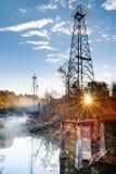 Torres de petróleo do Sunburst fotografia de stock