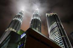 Torres de Petronas - arquitetura de negócio moderna Imagem de Stock Royalty Free