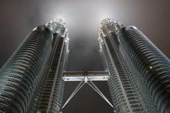 Torres de Petronas - configuración de asunto moderna imagen de archivo libre de regalías