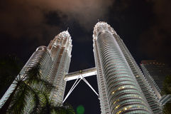 Torres de Petronas em Kuala Lumpur, Malaysia Foto de Stock Royalty Free