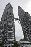Torres de Petronas em Kuala Lumpur, Malaysia Fotografia de Stock Royalty Free
