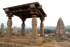 Torres de piedra de la galería y del templo foto de archivo libre de regalías