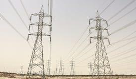Torres de poder en el desierto Kuwait Imágenes de archivo libres de regalías