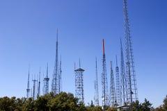 Torres de radio en el cielo Fotografía de archivo