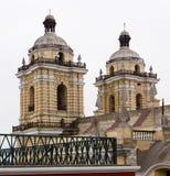 Torres de Iglesia de San Francisco em Lima, Peru Fotografia de Stock Royalty Free
