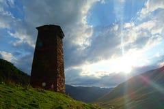 Torres de Svan e casa antigas tradicionais do machub na vila de Ushguli, Svaneti superior, Geórgia Ushguli é a vila a mais alta e foto de stock royalty free