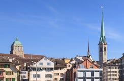 Torres de Zurich, de la universidad y de la biblioteca central Imágenes de archivo libres de regalías