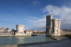 Torres del acceso de La Rochelle, Francia Fotos de archivo libres de regalías