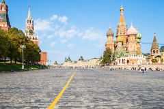 Torres del Kremlin y catedral de Pokrovsky en Moscú imágenes de archivo libres de regalías