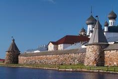 Torres del monasterio de Solovetsky fotografía de archivo