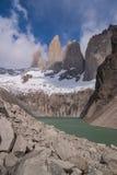 Torres del paine las Torres垂直 库存图片