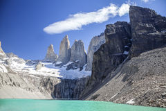 Torres del Paine berg och sjö. Arkivbilder