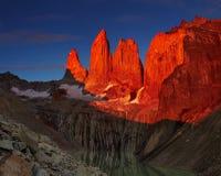 Torres del paine en la salida del sol Fotografía de archivo