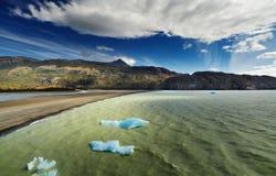 Torres del Paine, gris del lago Fotos de archivo libres de regalías