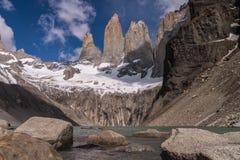 Torres del paine Stå hög royaltyfria foton